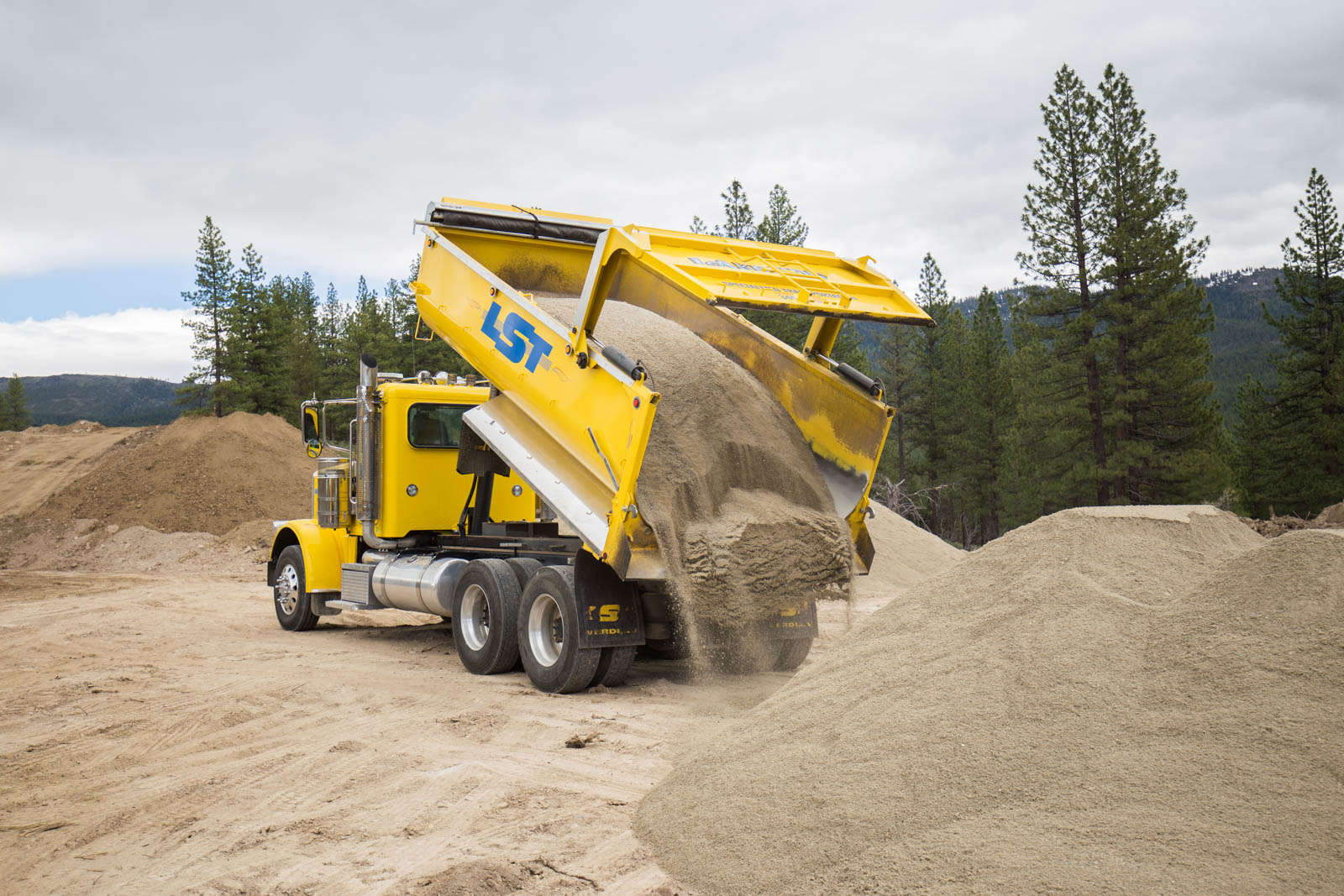wesco transfer trailer dumping sand